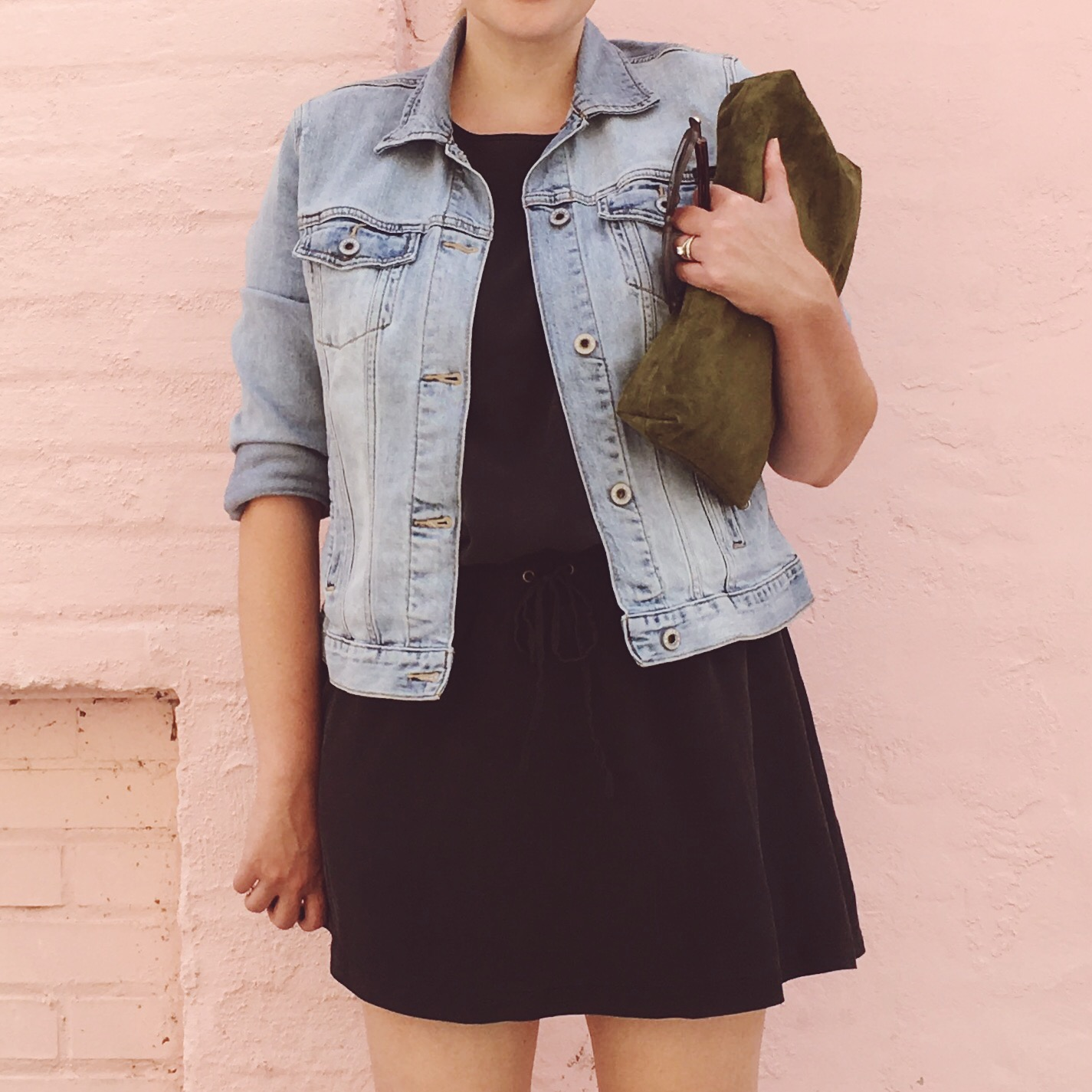 Summer Capsule Wardrobe 2016 | J.Crew silk dress with Lucky Brand denim jacket and Jessica Simpson blue suede heels | keiralennox.com