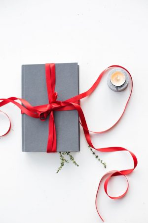 Holiday Gift Guide For Book Lovers 2018, Best Gifts For Bookworms